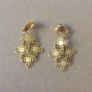 Sarah Coventry gold toned dangle earrings clip-on